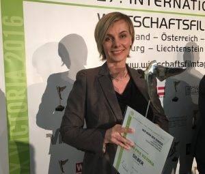 Autorin Ulrike Gehring bei der Preisverleihung in Wien
